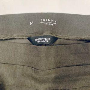 NWOT Vera Wang size M skinny pants -olive green